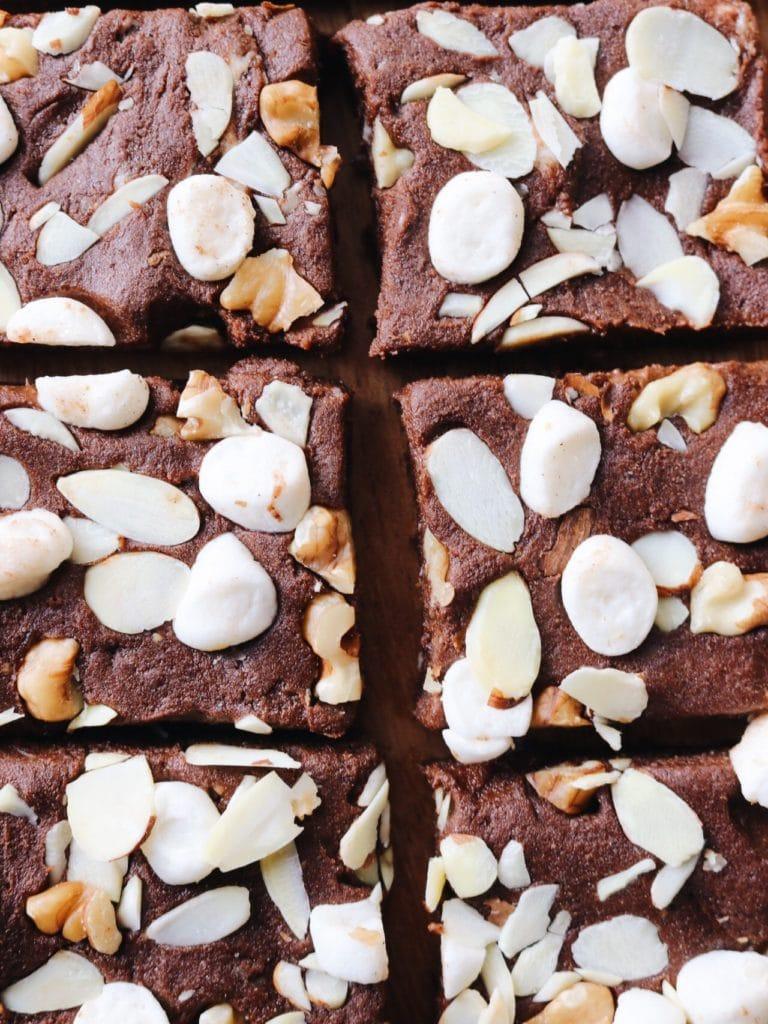 No Bake Vegan Rocky Road Brownies - Easy Healthy Recipe #vegan #plantbased