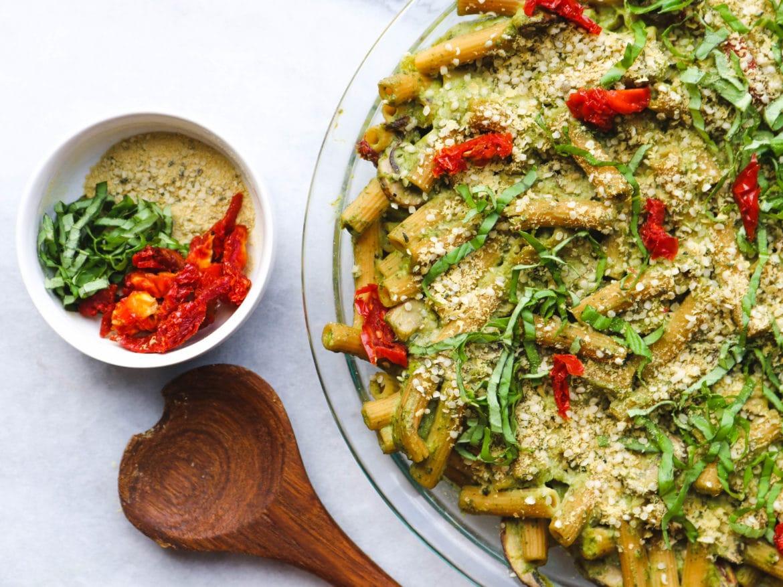 Creamy_Vegan_Pesto_Pasta_Bake_Avocado_SundriedTomato_GlutenFree_FromMyBowl-2