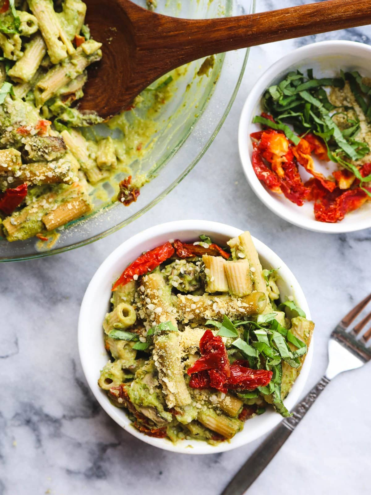 Creamy_Vegan_Pesto_Pasta_Bake_Avocado_SundriedTomato_GlutenFree_FromMyBowl-5