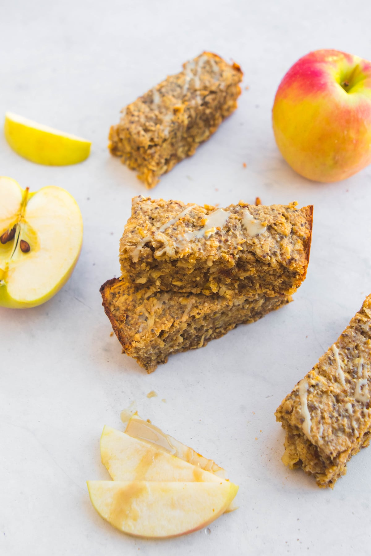 Salted Caramel Apple Breakfast Bars - Easy Vegan Meal Prep #vegan #plantbased