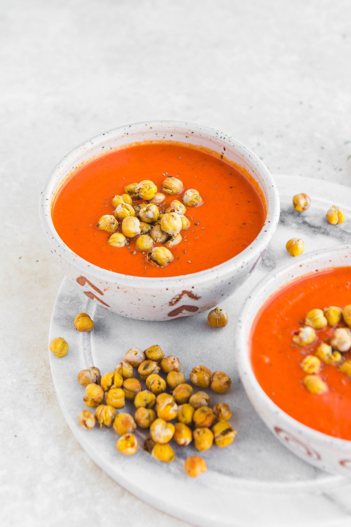 This 10 Ingredient Vegan Tomato & Red Pepper Soup is an easy weeknight dinner and perfect for meal prep! #vegan #mealprep #plantbased #tomatosoup #glutenfree #oilfree